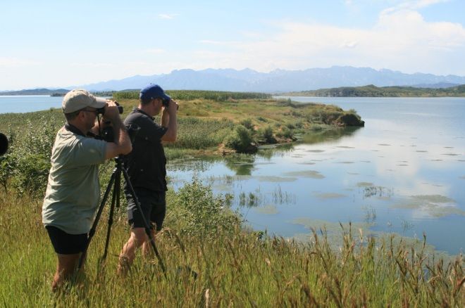 Paul Holt and Tom Beeke scanning Miyun Reservoir, 1 September 2013