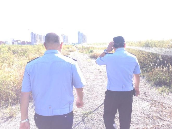 2015-09-11 Police examining nets in Shunyi