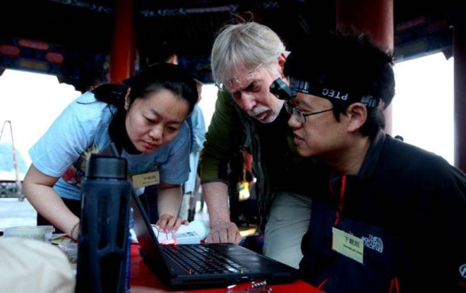 "Wu Lan (left) led the ""data downloading team"", capturing the data from birds fitted with loggers in previous years."