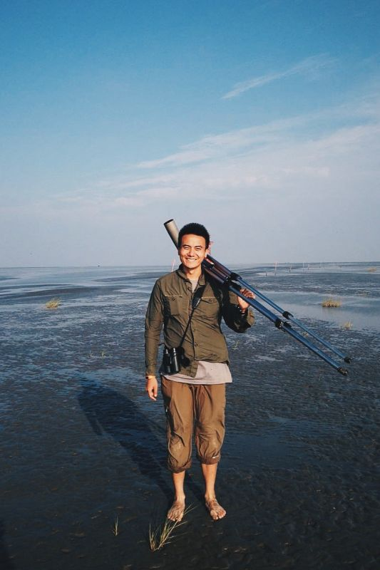Zhu Bingrun, at home on the mudflats at Nanpu, coastal Hebei Province.